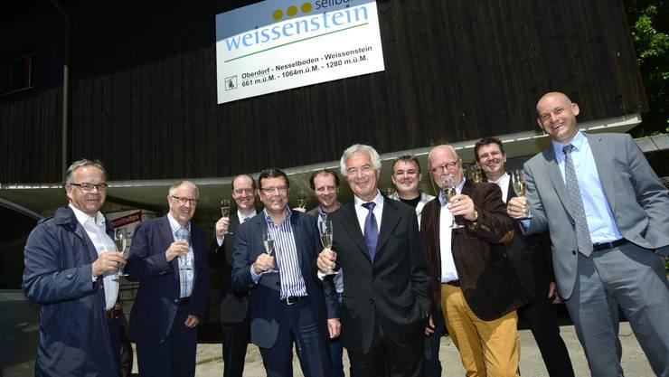 v.l.n.r. Beat Herzig (VR-Mitglied Seilbahn Weissenstein AG),  Erich Egli (Kanton Solothurn Tourismus), Urs Pfluger (Baloise Bank SoBa), Walter Wirth (AEK Direktor), Patrick Schlatter (Gemeindepräsident Oberdorf), Regierungsrat Walter Straumann, Konrad Stuber (Geschäftsführer Seilbahn Weissenstein AG), Rolf Studer (Seilbahn Weissenstein AG), Marco Sauser (Baloise Bank SoBa) und Yves Derendinger (VR-Mitglied Seilbahn Weissenstein AG).