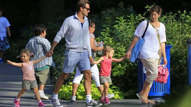 2012: Roger und Mirka Federer mit ihren damals 3-jährigen Zwillingen Charlene Riva und Myla Rose im New Yorker Rose Center. Foto: DUKAS, Keystone. EQ
