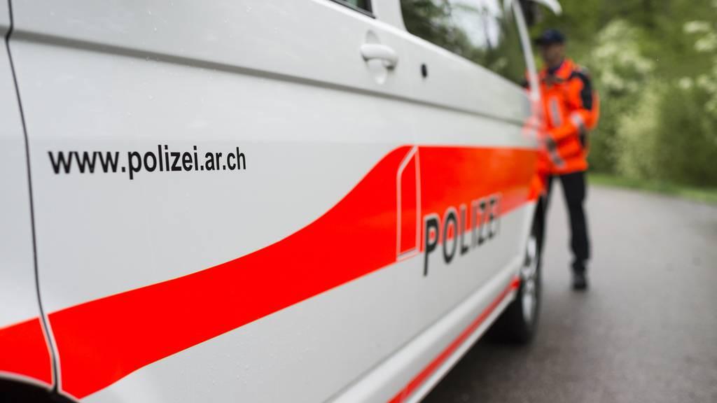 Polizei löst Party auf – 13 Leute gebüsst