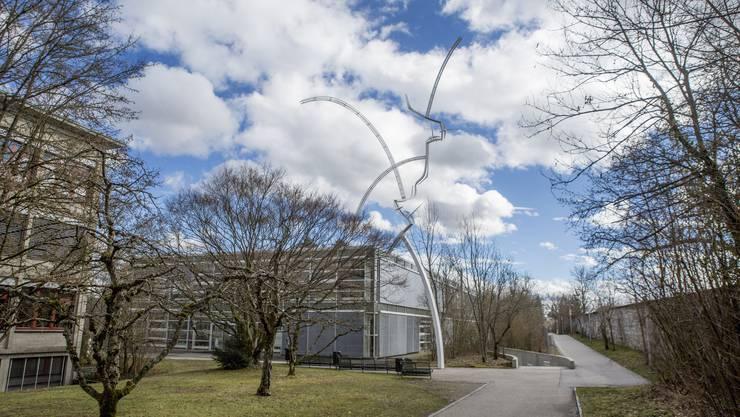 Auf dem Areal der Kantonsschule Solothurn (hier der Blick auf den Trakt der Naturwissenschaften) könnte gebaut werden. (Archiv)