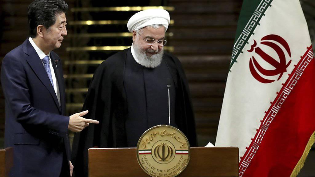 Iran bleibt trotz Japans Vermittlungsbemühungen hart: Der japanische Regierungschef Shinzo Abe mit Präsident Hassan Ruhani in Teheran.