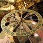 Nach der Vorlage des originalen Verkaufsprospekts wurde die Globus-Kopie in St. Gallen mit einem Zeiger ergänzt, der in der wechselvollen Geschichte des wertvollen Objekts verloren gegangen war.