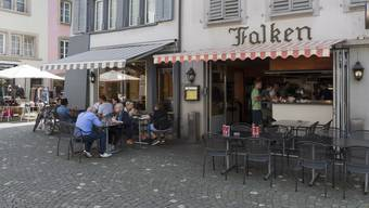 Dringliche Motion für die Boulevardrestaurants:  Es soll eine Zwischensaison (März, April, Oktober) eingeführt werden – zu 75 Prozent des Sommertarifs.
