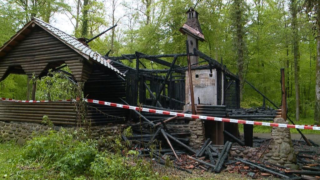 Waldhütte in Bülach niedergebrannt