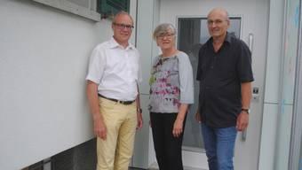 Vorstandsmitglied «Cicada» Patrice Bänninger, Jabahe-Gründerin Thesi Frei und Institutionsleiter Roland Schaffner (von links) freuen sich über den neuen Lift.