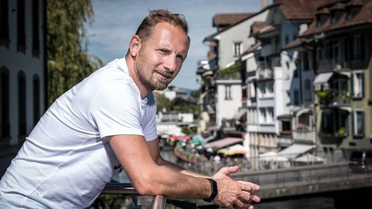 Mauro Lustrinelli heute: Der Trainer der U21-Nationalmannschaft lebt seit neun Jahren mit seiner vierköpfigen Familie in Thun.