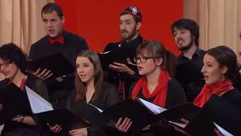 Ein Teil des Schweizer Jugendchors hat die Hymnenbeiträge interpretiert.