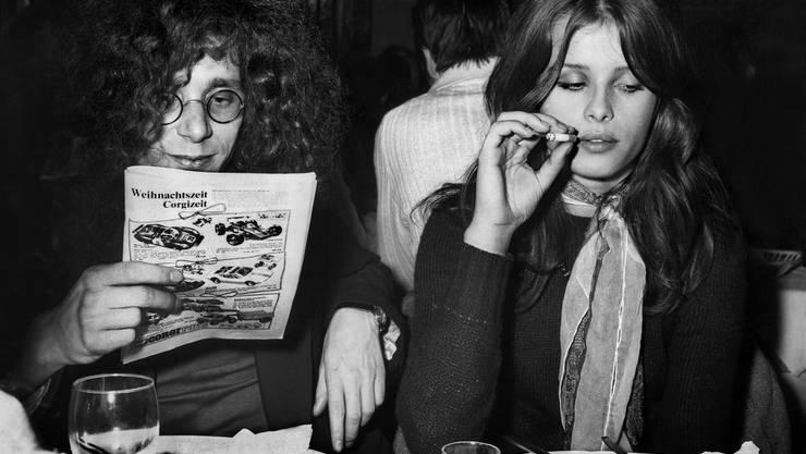 Uschi Obermaier war in den 70er Jahren Model in Deutschland. Sie war Mitglied der Berliner Kommune 1 und Freundin von Rainer Langhans. Sie lebt heute bei Los Angeles und arbeitet als Schmuckdesignerin.