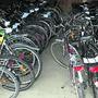Die Fahrräder werden im Zwischenlager aufbewahrt, bis sie identifiziert oder weitergegeben werden können.