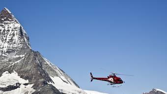 Wegen der oft ungünstigen Witterung mussten die Bergretter bisher 2017 weniger oft ausrücken als im vergangenen Jahr. (Symbolbild)