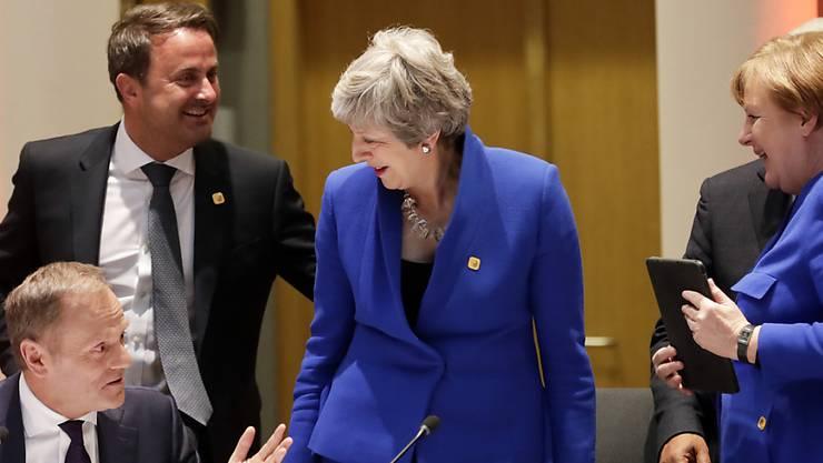 Die britische Premierministerin Theresa May kann sich in der Nacht auf Donnerstag erneut über Zugeständnisse der EU an Grossbritannien freuen.