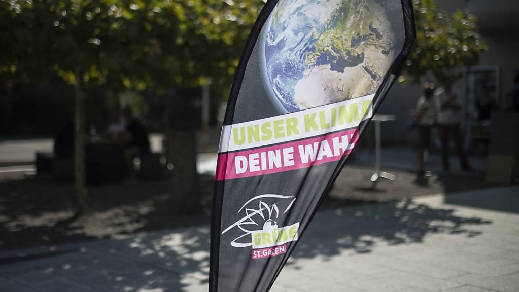 Die Grüne Partei der Schweiz (GPS) will, dass die Schweiz ab 2040 klimapositiv ist. Dafür braucht es laut der Partei ein Verbot von Benzin-Autos und neuen Ölheizungen schon in vier Jahren. (Themenbild)
