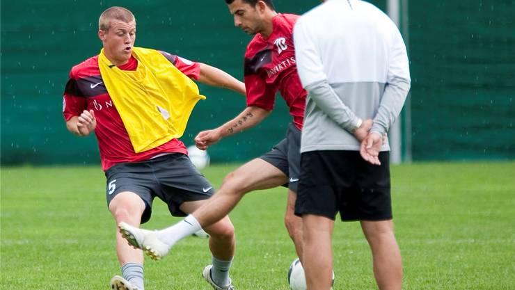 2009: Dominik Ritter (l.) spielte bereits unter Thorsten Fink in der 1. Mannschaft des FC Basel.