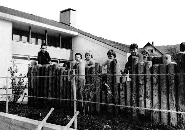 Vor dem Bau des «Schlüechti» war die Primarschule in zwei Baracken untergebracht. zvg