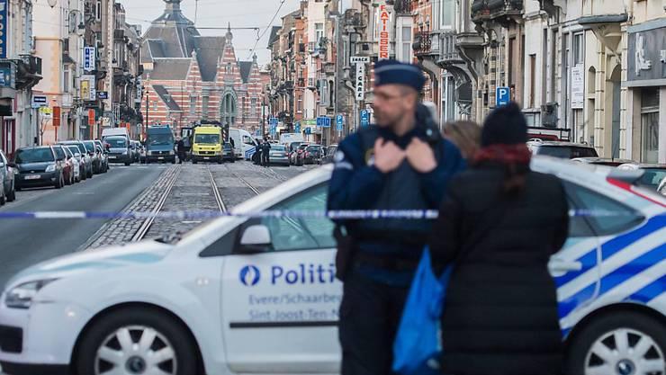 """""""Das Vertrauen in die belgischen Sicherheitsbehörden hat das nicht erhöht"""": Schweizer Zeitungskommentatoren über die Anschläge in Brüssel."""
