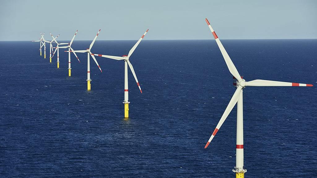 Strom aus ausländischen Windkraftwerken – im Bild ein Park in der Ostsee – soll im Winter zur Überbrückung helfen. (Symbolbild)