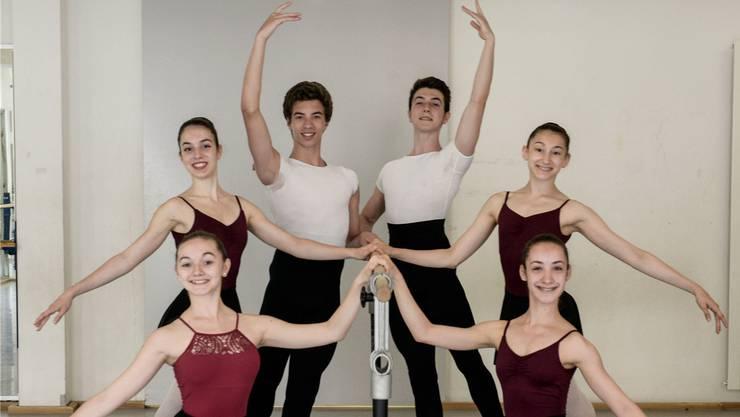 Die Schüler der Ballettschule Theater Basel. Vorne: Mar Escoda Llorens und Pauline Richard, Mitte: Valentina Voci und Maddie Devietti, hinten: Rodrigo Pinto und Mihai Costach.