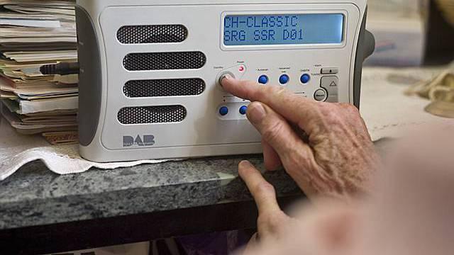 Deutschschweizer hören morgens mehr Radio