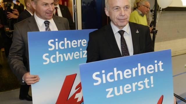 Bundesrat Ueli Maurer (r.) und SVP-Parteipräsident Toni Brunner
