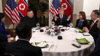 Gelöste Stimmung beim Abendessen in Vietnams Hauptstadt Hanoi: US-Präsident Donald Trump mit seinem «Freund» Kim Jong Un.