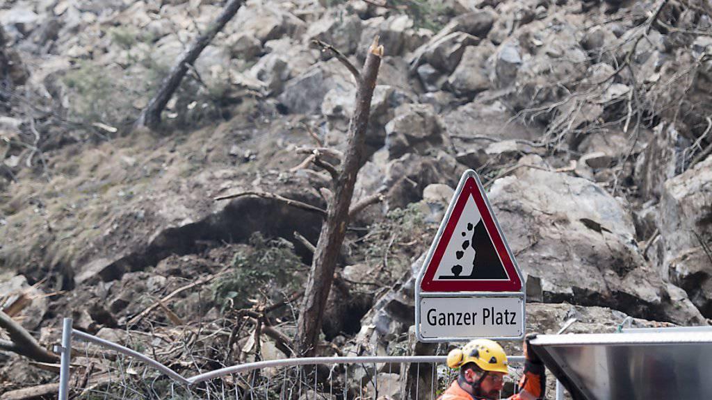 An der Axenstrasse ereignete sich bereits im vergangenen Jahr ein Steinschlag. (Archivbild)