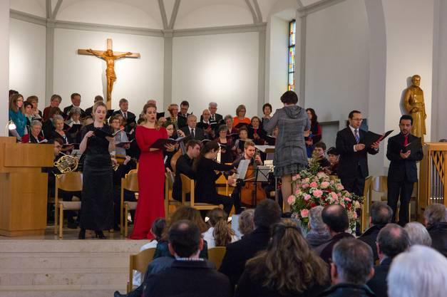 Unterstützung erhielt der Chor durch namhafte Solisten und einem ad-hoc-Orchester.