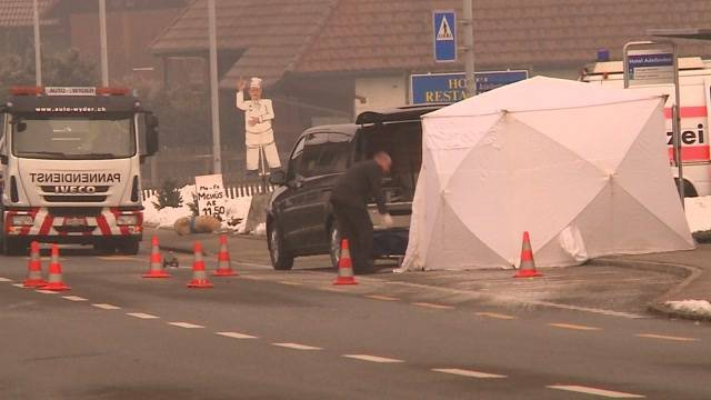 Fahrerflucht nach grausigem Verkehrsunfall in Wikon