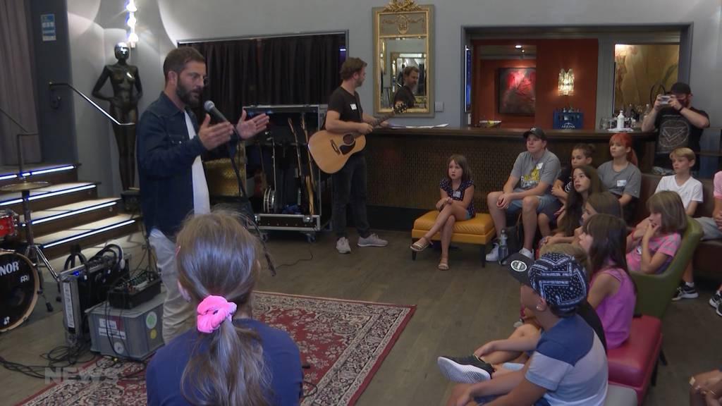 """Ein-""""Bligg"""" in die Musikwelt: Schweizer Rapper produziert Song mit Jugendlichen"""