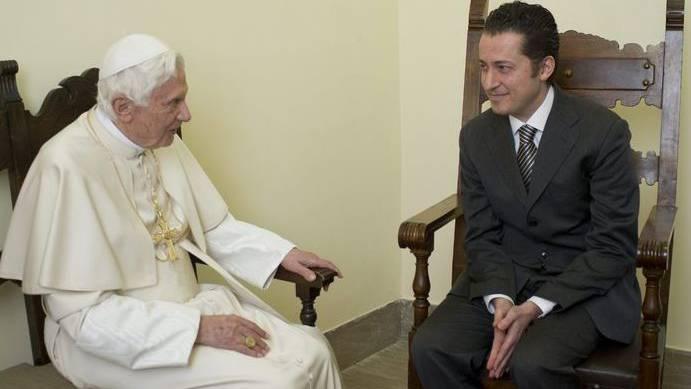 Der Papst im Gespräch mit dem ehemaligen Kammerdiener Gabriele