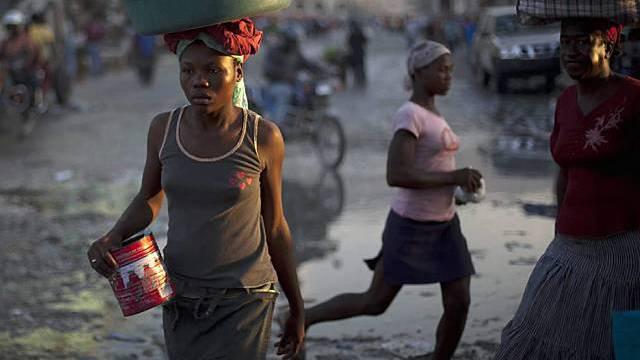 Frauen auf einer Strasse in Port-au-Prince, Haiti (Archiv)