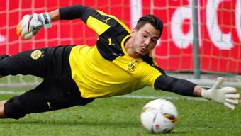 Bei Borussia Dortmund hütet der Schweizer Roman Bürki das Tor.