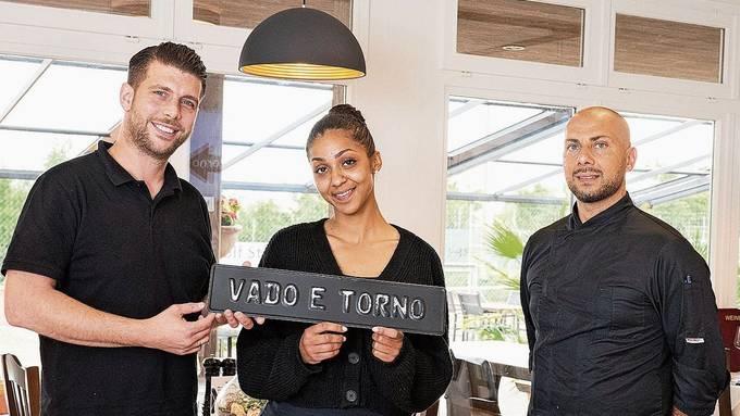 Orfeo Ciccarese (links) und Felicia Dixon zusammen mit Koch Michele Ciulla im schlicht und stilvoll dekorierten Restaurant.