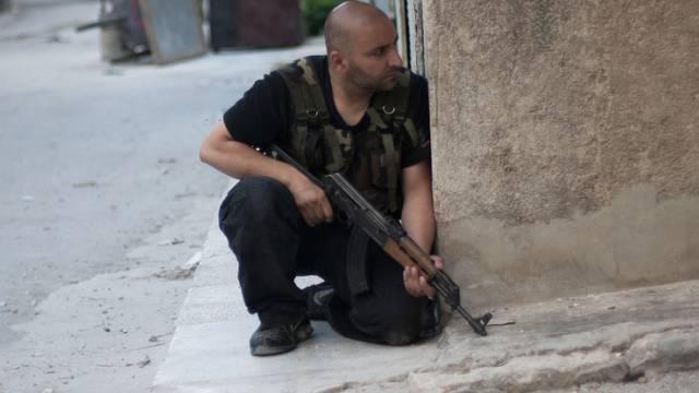 Soldat der FSA bei Gefechten mit der syrischen Armee (Archiv)