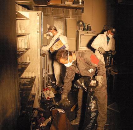 Die Männer von Renofit beim Aufräumen