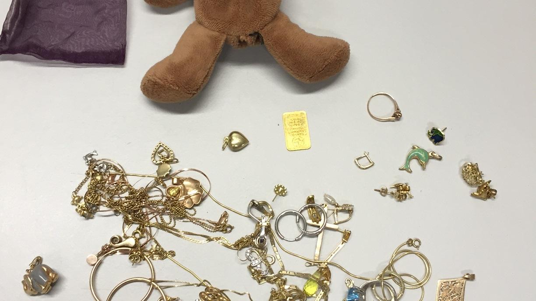 Corpus Delicti: Der «missbrauchte» Teddybär und der darin versteckte Schmuck.