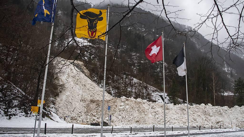 Die Kantonsstrasse zwischen Seedorf und Bauen, die von einer Lawine verschüttet worden war, ist wieder frei. (Archivbild)