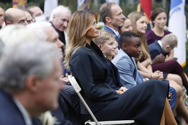 First Lady Melania und rechts von ihr die Kinder der nominierten Richterkandidatin (zwei Adoptivkinder stammen aus Haiti) sowie der Vater.