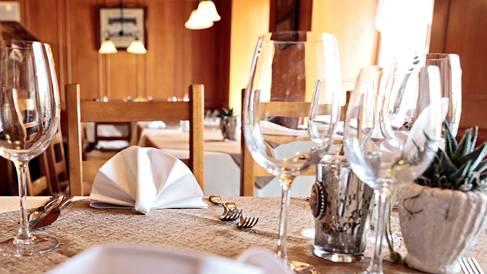 Der Gasthof National bietet seinen Gästen eine Stube mit urigem Flair.