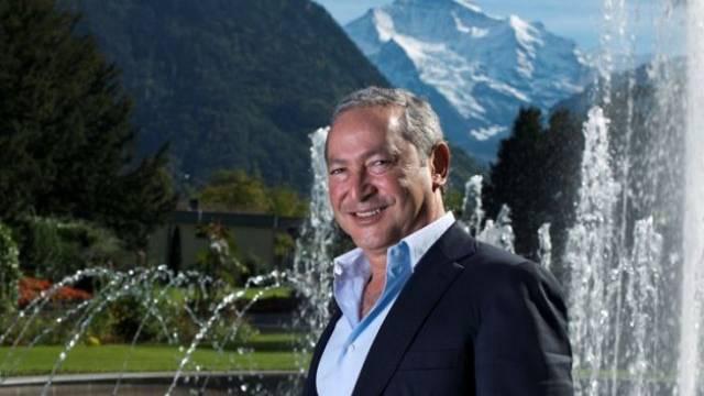 Sami Sawiris, ägyptischer Milionär und Investor von Andermatt im Park vor dem Kongresszentrum in Interlaken. Foto: Manuel Zingg - Aargauer ZeitungManuel Zingg (Bilder)