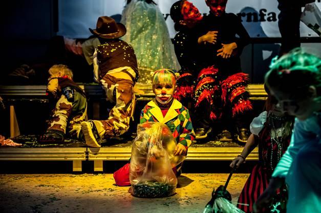 Auch traditionelle Kostüme wie der 'Clown' gab es an der Kinderfasnacht im Leuggern zu sehen.