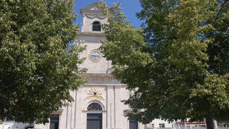 Die Gruppen pilgern zu Fuss zum Kloster Mariastein.