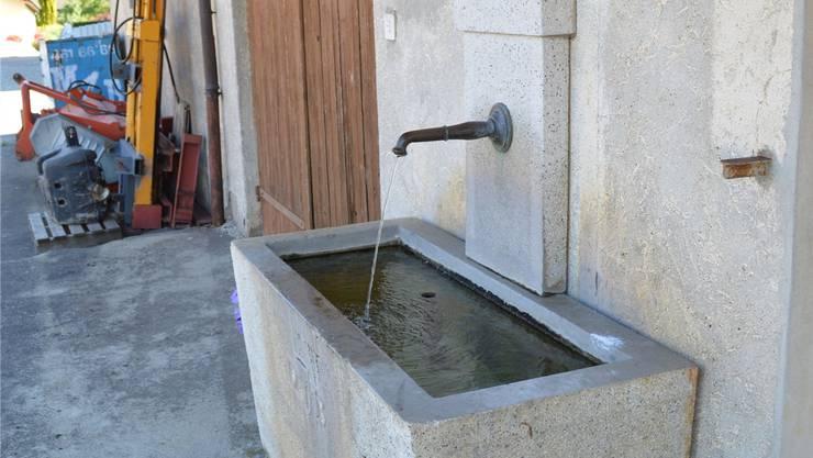 Aus diesem Brunnen dürfen sich alle mit Wasser bedienen.