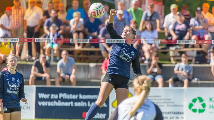 Die Neuendorferinnen sind im Kampf um ein Final4-Ticket. Hier zu sehen: Celina Traxler von Jona im Spiel gegen Neuendorf. (Archivbild)