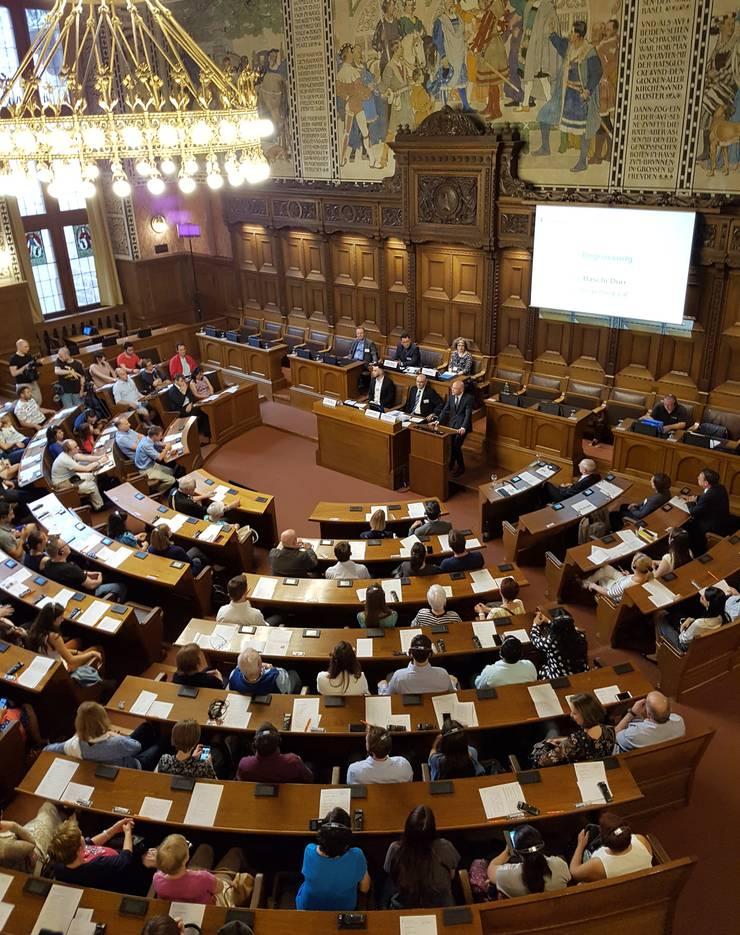 Gelebte Willkommenskultur: Die Regierung empfängt die Expats im Basler Rathaus.