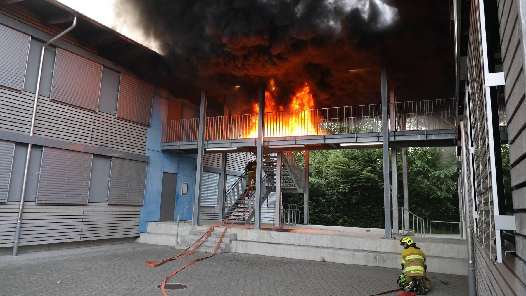Die Feuerwehr hat das Feuer rasch unter Kontrolle