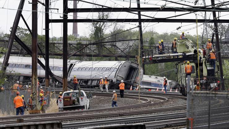 Bei dem schweren Zugunglück in Philadelphia starben sieben Menschen, über 200 wurden verletzt.