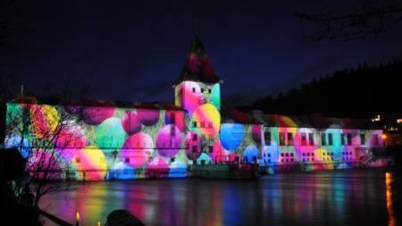 Gerry Hofstetter verblüffte mit seiner Lichtkunst erneut, seine Ostersujets am Kraftwerk der IBAarau faszinierten