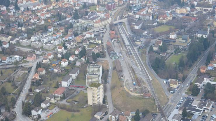 Luftaufnahme mit Nordbahnhof. Die beiden Bahnhöfe erfordern als «Hot Spots» erhöhte Polizeipräsenz. Peter Brotschi