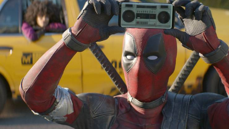 """Ryan Reynolds spielt in einer Szene von """"Deadpool 2"""". Der Film hielt sich am Wochenende vom 24. bis 27. Mai 2018 an der Spitze der Schweizer Kinocharts. (Archiv)"""