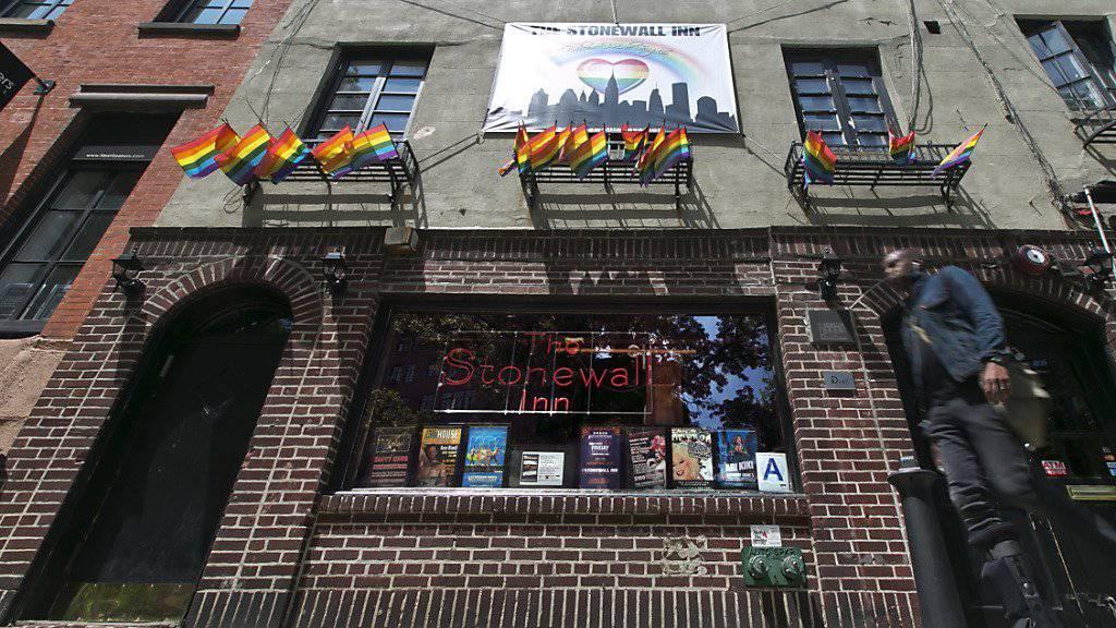 Ist das erste Homosexuellen-Denkmal der USA: Bar Stonewall Inn in New York. (Archivbild)